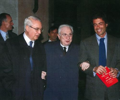 """15.12.2004, Cesare Geronzi, il Presidente Francesco Cossiga e Alfio Marchini alla presentazione del libro """"Pelle per pelle"""" di Don Luigi Verzè"""