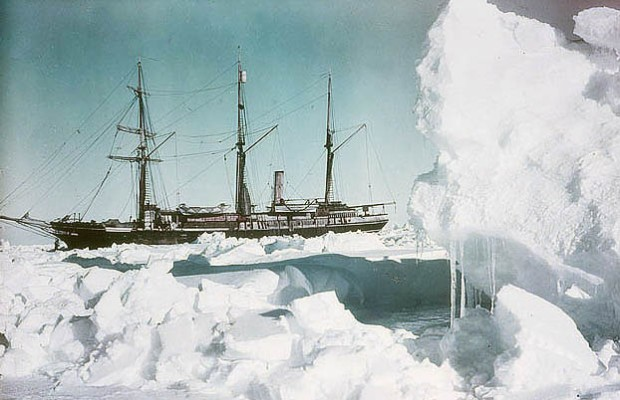 The-Endurance-frozen-in-76-35-South-1915