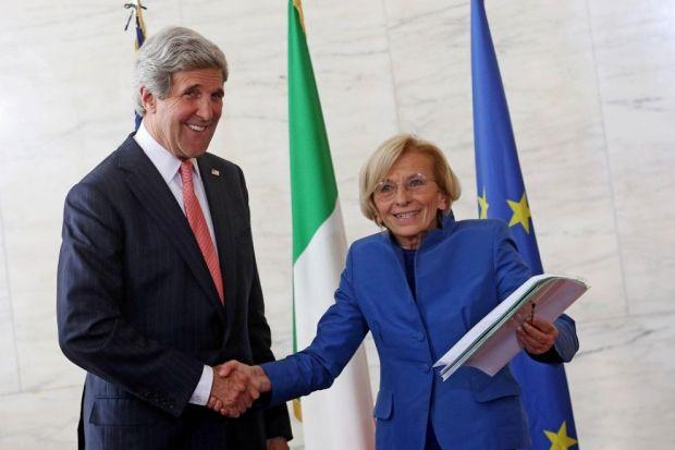 John Kerry ed Emma Bonino