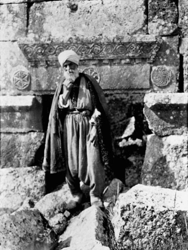 Lo sceicco Yunis, marzo 1900