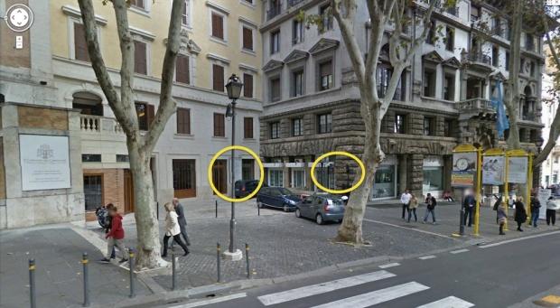 Via Veneto, Roma. Panoramica del marciapiede sul quale si affaccia un locale dedicato al gioco d'azzardo