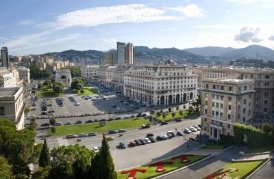 Genova-piazza-della-vittoria-vista-dalla-scalinata-delle-caravelle