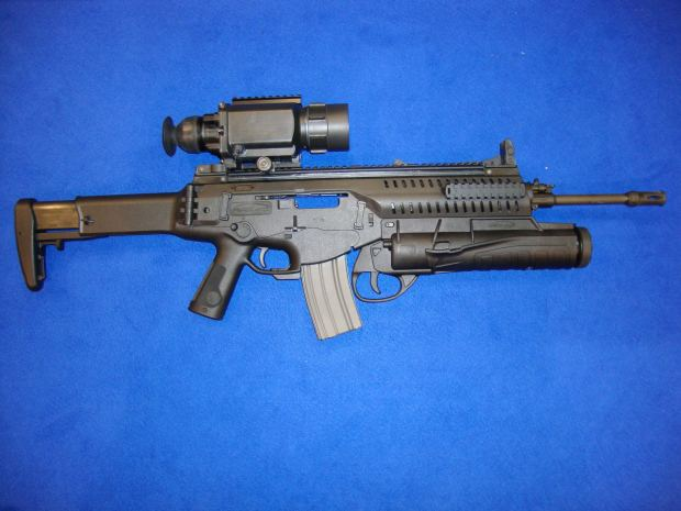 Beretta_AR_with_thermal_sight_and_grenade_launcher