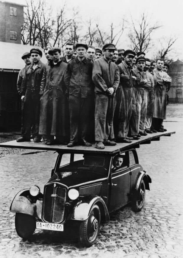 Demonstrating-Strength-DKW