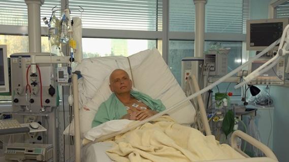 Aleksandr Litvinenko nel letto di morte