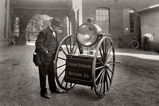Edisons-Searchlight-Cart