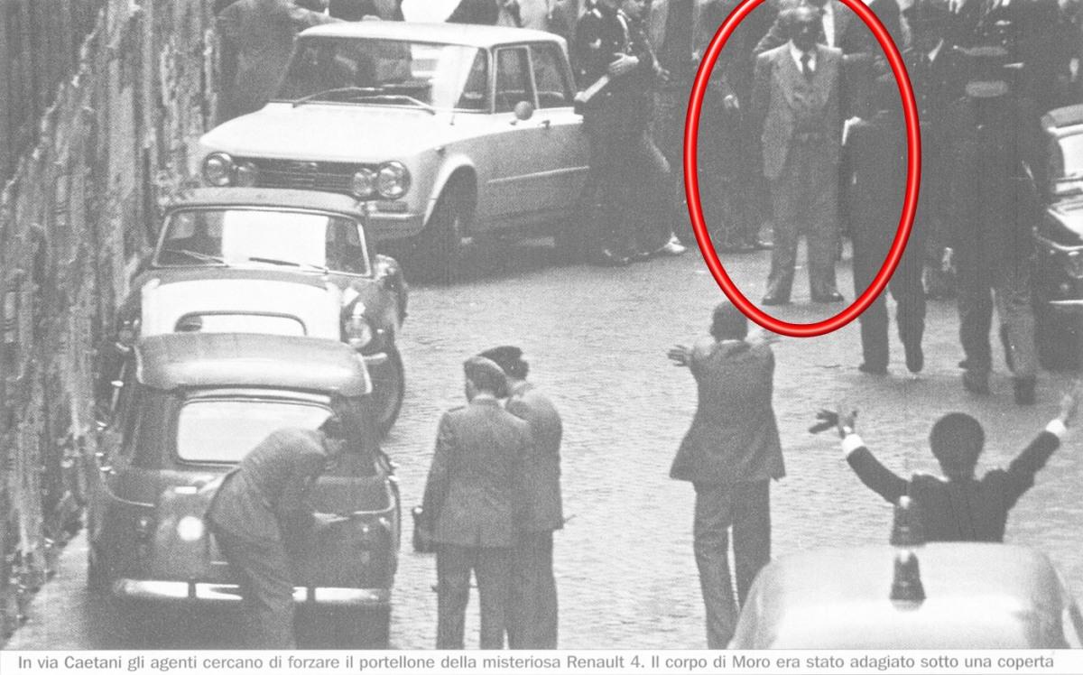 Si  ritiene che Domenico Spinella - informato last minute - abbia tentato di sventare, da solo, il rapimento Moro