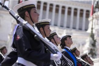 Un reparto della Marina Militare alla parata militare del 2 Giugno 2014 a Roma ANSA/MASSIMO PERCOSSI