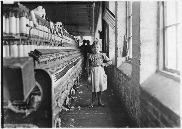 a_little_spinner_in_a_georgia_cotton_mill-_-_nara_-_523157