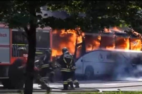 bus-fiamme-pozza-2