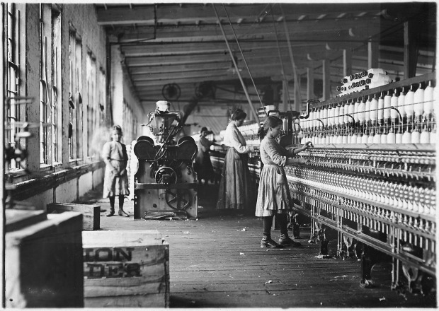 two_of_the_young_spinners_in_catawba_cotton_mills-_newton_n-c-_-_nara_-_523142