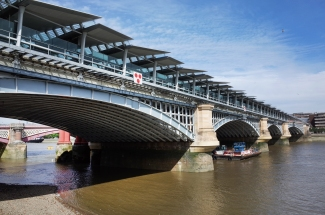 london-new-blackfriars-railway-station-on-the-bridge_1