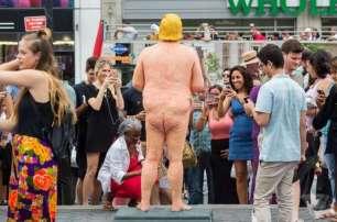 la-statua-di-donal-trump-a-new-york-union-square-8-828498