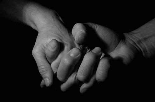 mani-uomo
