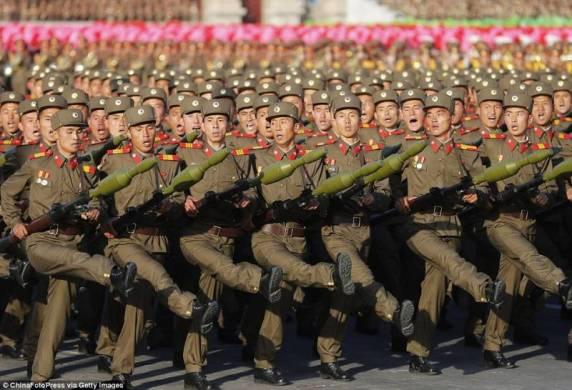 militari-nord-coreani-in-parata-720315