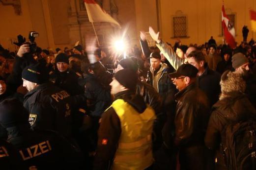 15.02.02-Dimostrazione-Pegida-a-Vienna-2