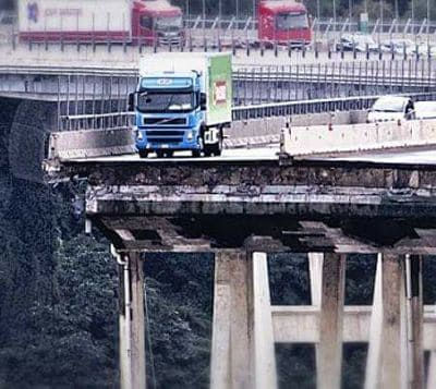 ponte-crollato-a-genova-2