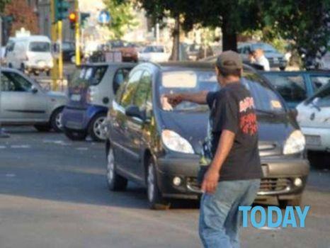 parcheggiatore-abusivo-3