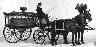 Carro-funebre-con-cavalli
